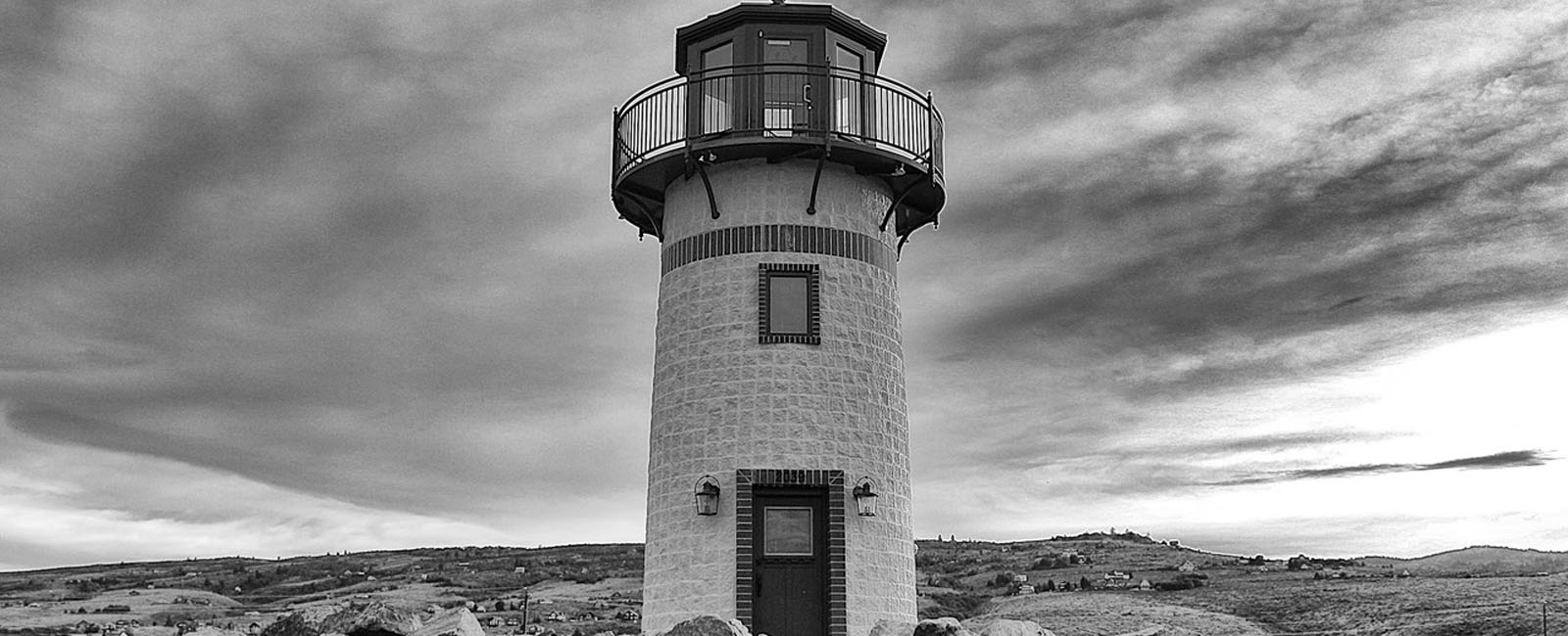 lighthouse-BandW-1600x650